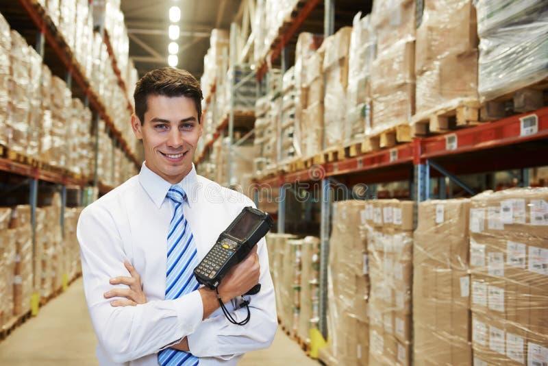 经理在仓库里 免版税图库摄影