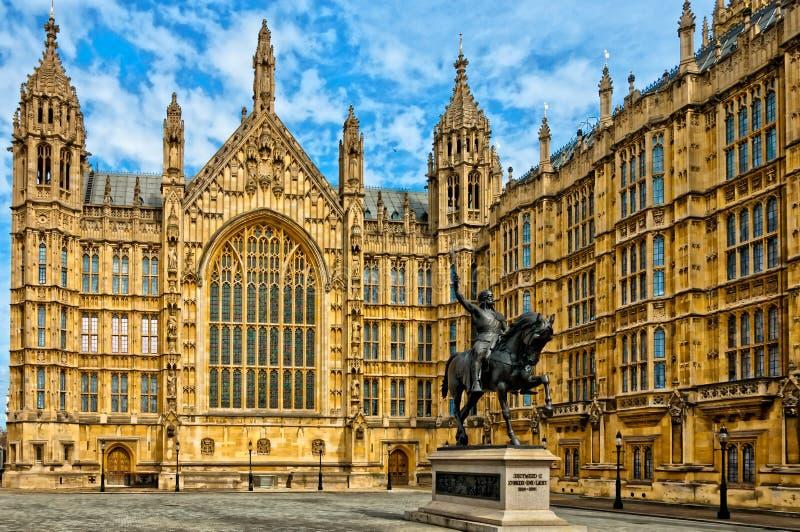 理查德一世雕象威斯敏斯特外,伦敦宫殿  库存图片