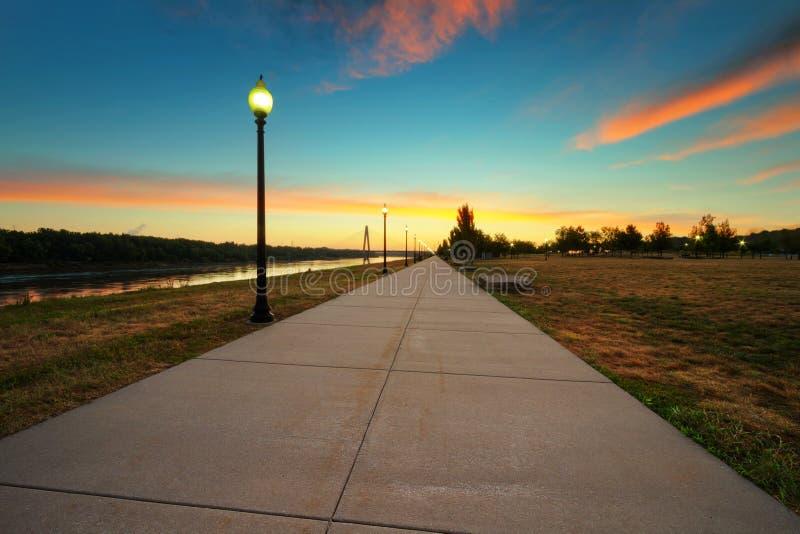 理查Berkley河边区公园日出 免版税库存图片