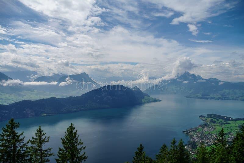 琉森湖看法倾斜的从登上瑞吉峰 免版税库存图片
