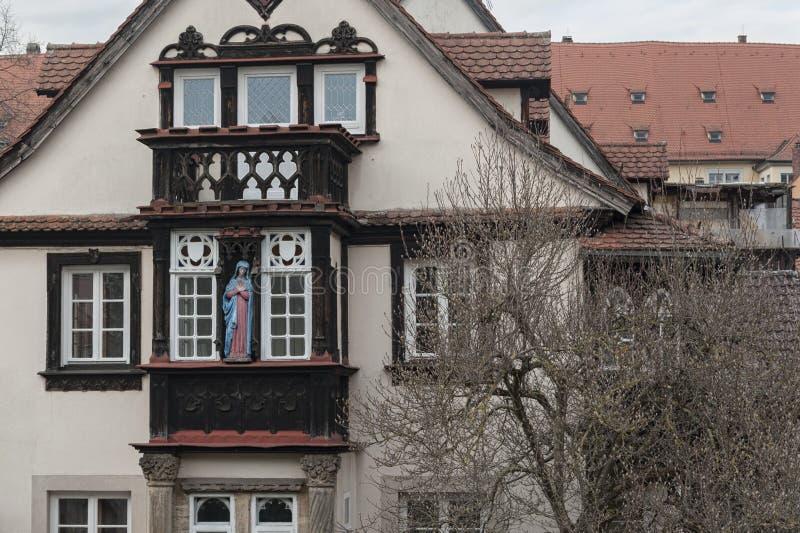 琥珀历史的老镇有巴洛克式的建筑学和偶象木头被构筑的房子的-德国 免版税库存照片