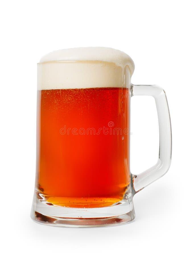 琥珀有泡沫的色的啤酒杯 查出与裁减路线 免版税库存图片