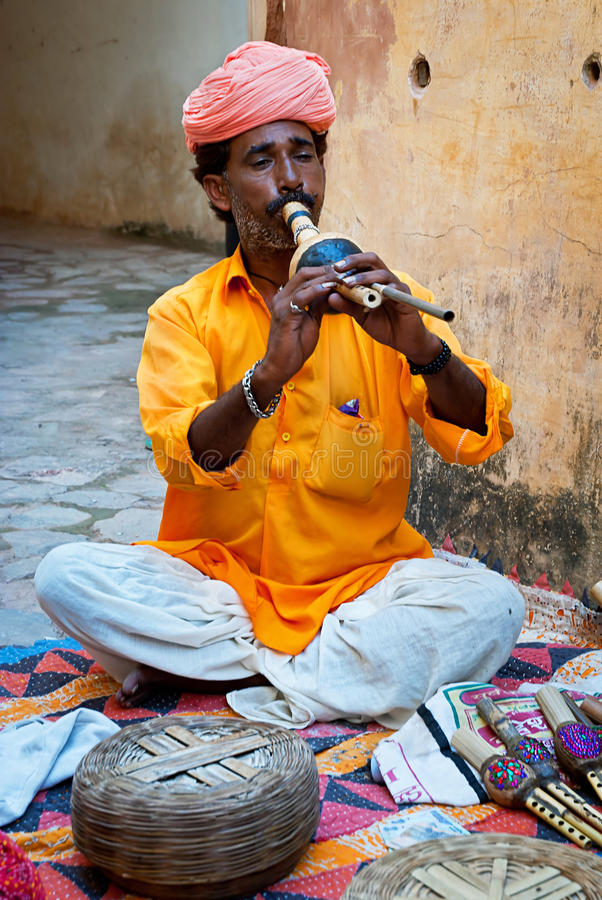 琥珀色的堡垒的,斋浦尔,印度耍蛇者 免版税库存图片