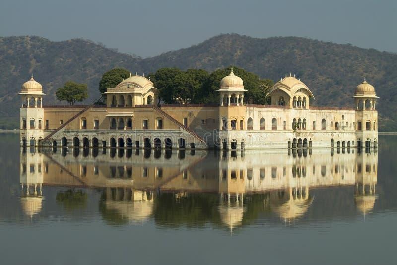 琥珀色的宫殿水 免版税库存图片