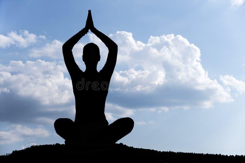 瑜伽剪影 库存照片
