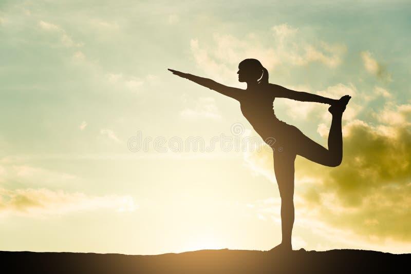 瑜伽剪影 免版税图库摄影