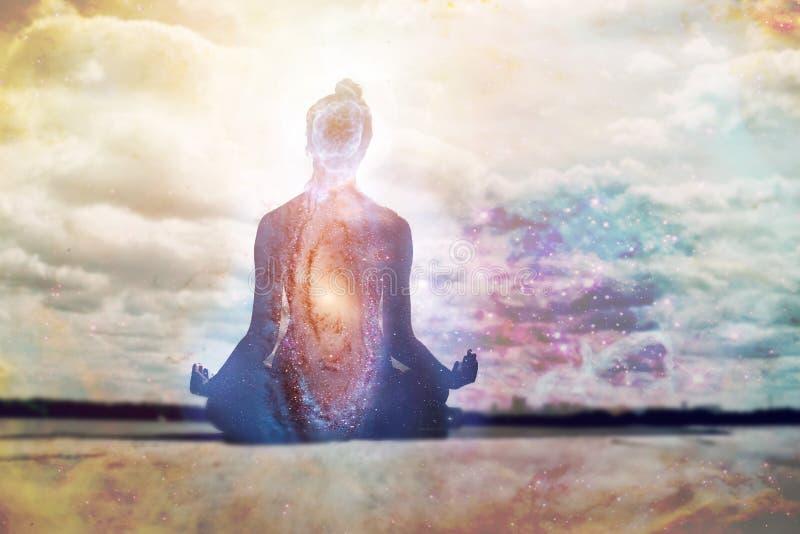 瑜伽和凝思 库存图片