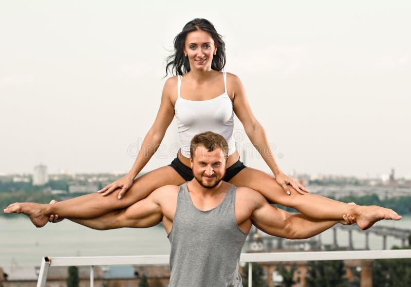 瑜伽夫妇 库存照片