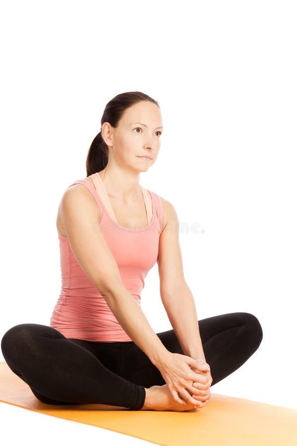 瑜伽姿势在演播室 免版税库存图片