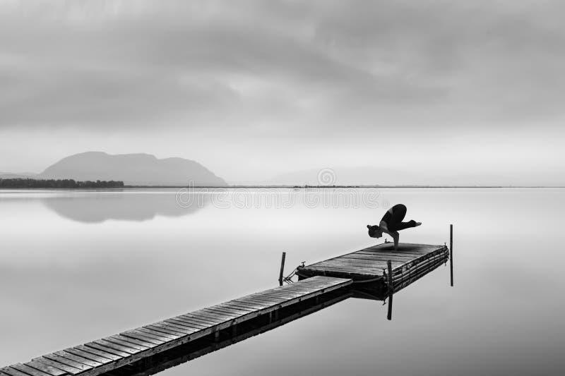 瑜伽实践的艺术图象 免版税库存图片
