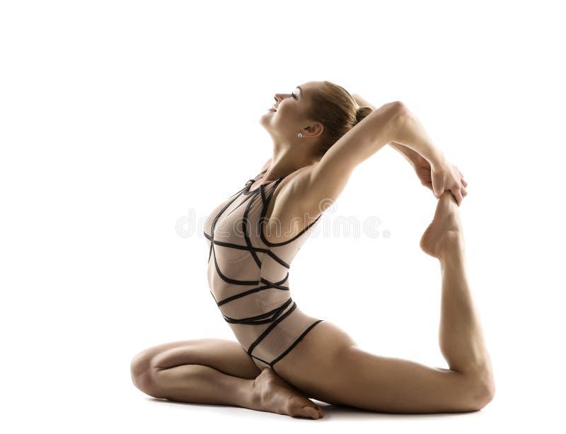 瑜伽桥体操,妇女灵活的身体健身锻炼 免版税库存图片