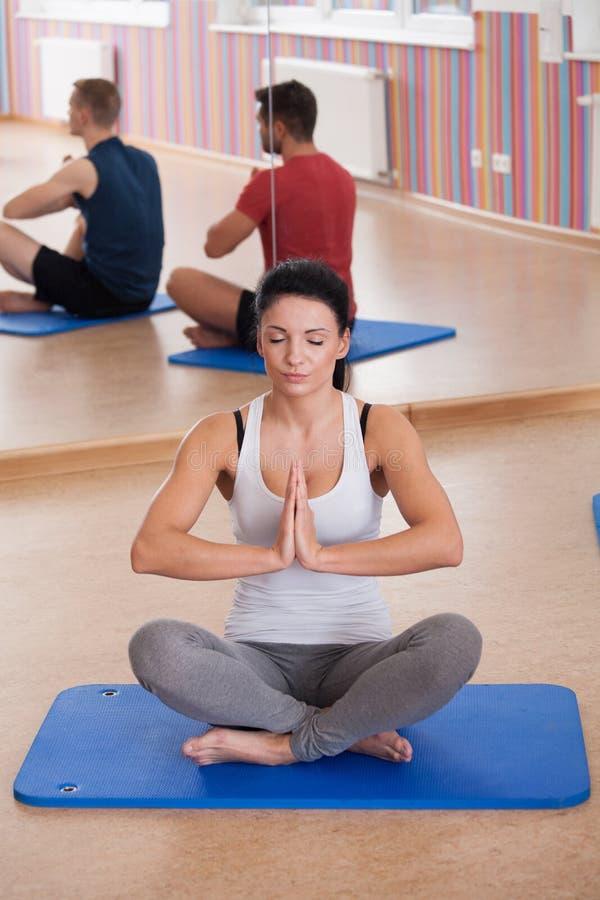 瑜伽辅导员 免版税库存图片