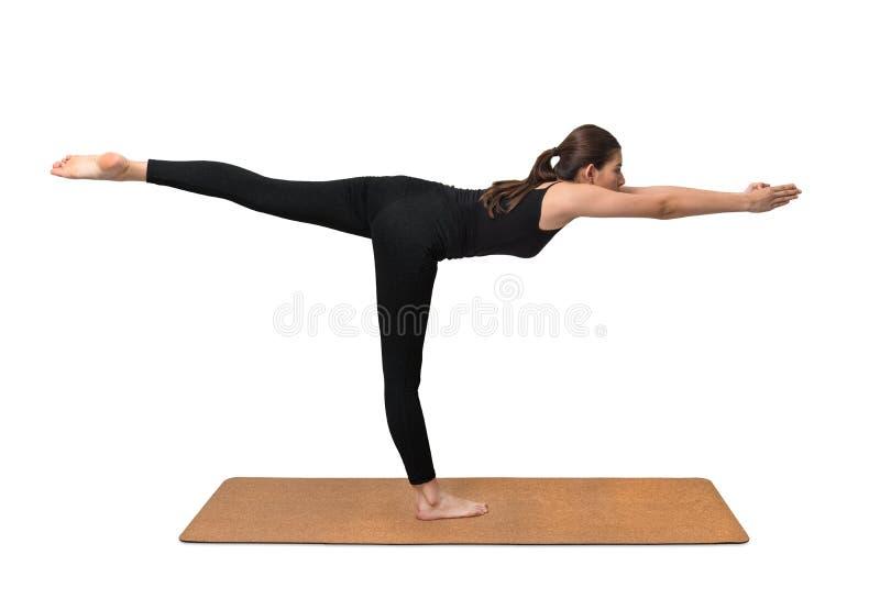 瑜伽锻炼,在瑜伽席子的少妇姿势 免版税库存照片