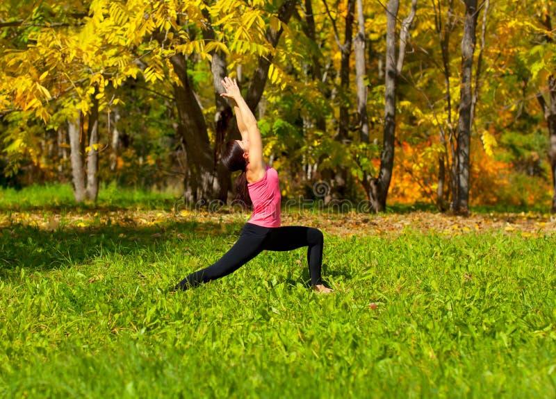 瑜伽virabhadrasana姿势