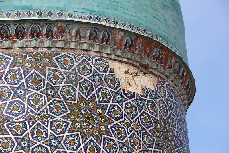 巴瑞克可汗Madrassah圆顶的被破坏的部分  库存照片