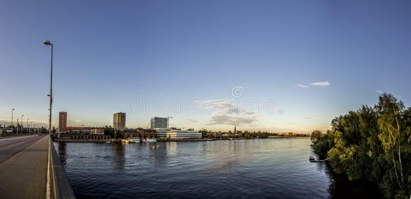 瑞典市有河的UmeÃ¥ 免版税库存照片