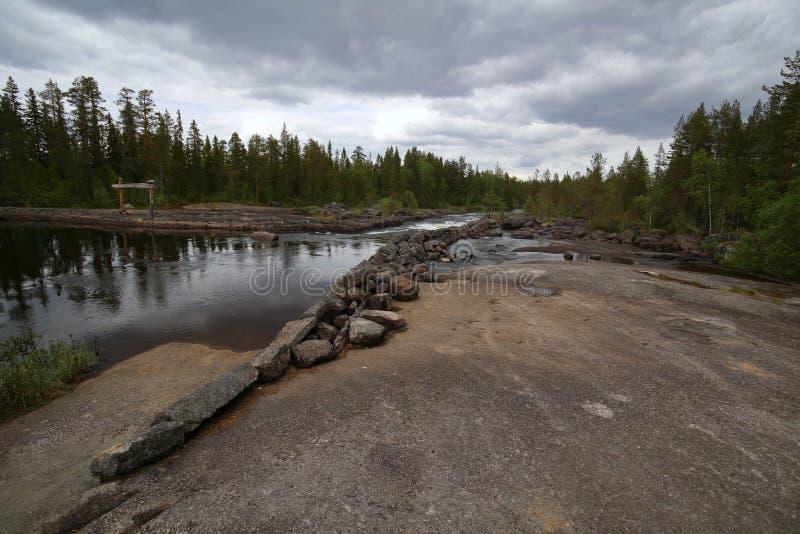 瑞典河在有岩石地面的Haelsingland 库存图片