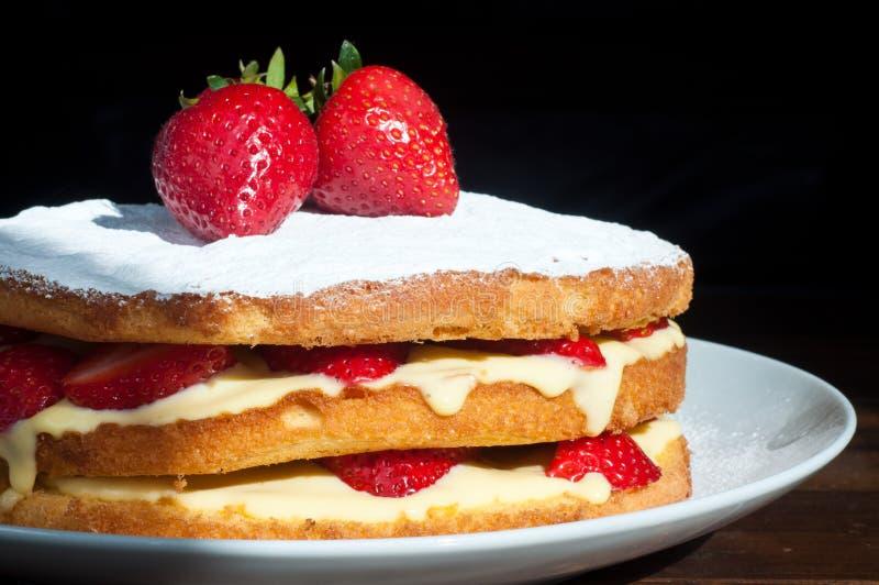 瑞典草莓夹心蛋糕 免版税图库摄影