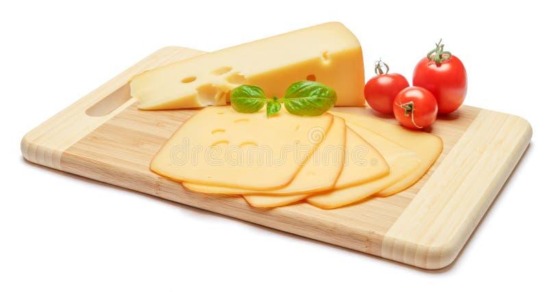 瑞士乳酪或切达乳酪和蕃茄在白色背景 免版税图库摄影