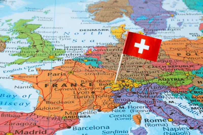 瑞士在地图的旗子别针 库存照片