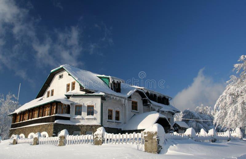 瑞士山中的牧人小屋小屋 免版税库存图片