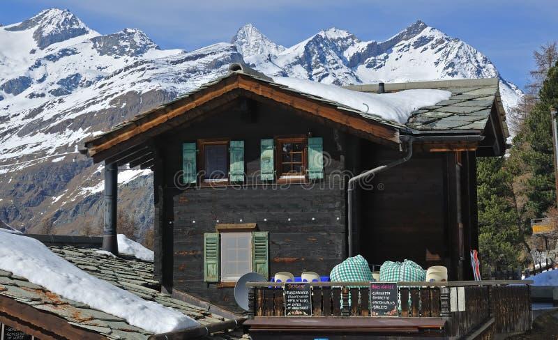 瑞士山中的牧人小屋山瑞士 免版税库存图片