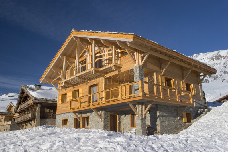 瑞士山中的牧人小屋法国木 免版税图库摄影