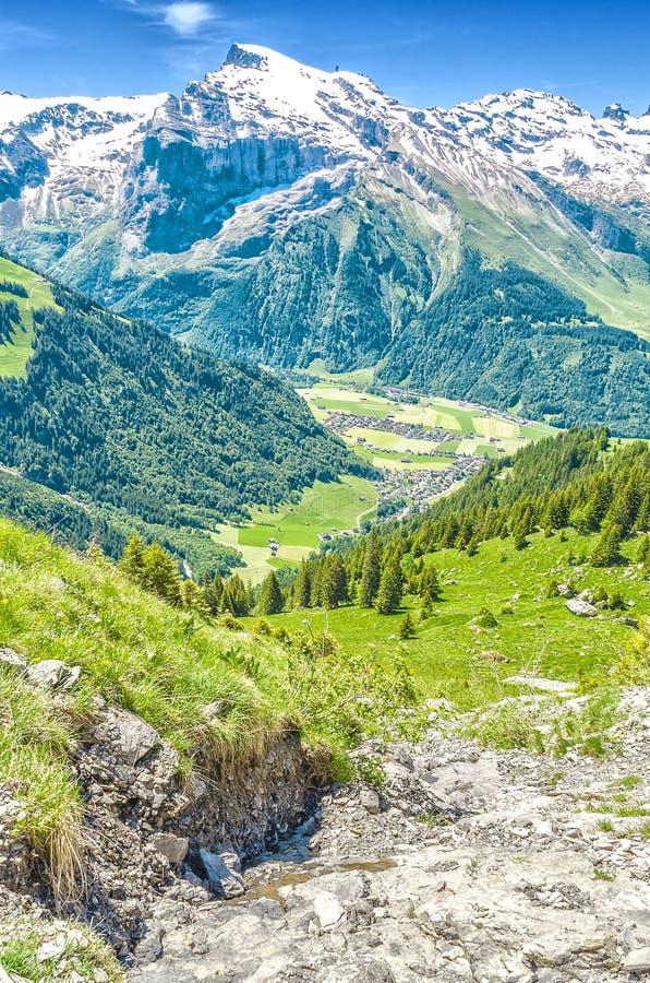 瑞士的阿尔卑斯 手段昂热尔贝格 徒步游遍Swis 库存图片
