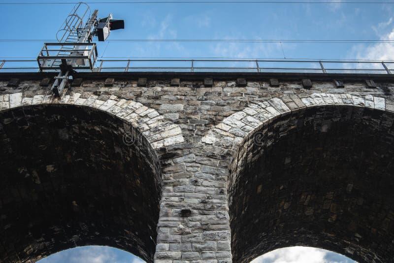 瑞士苏黎世高架桥砖拱低角拍 库存照片
