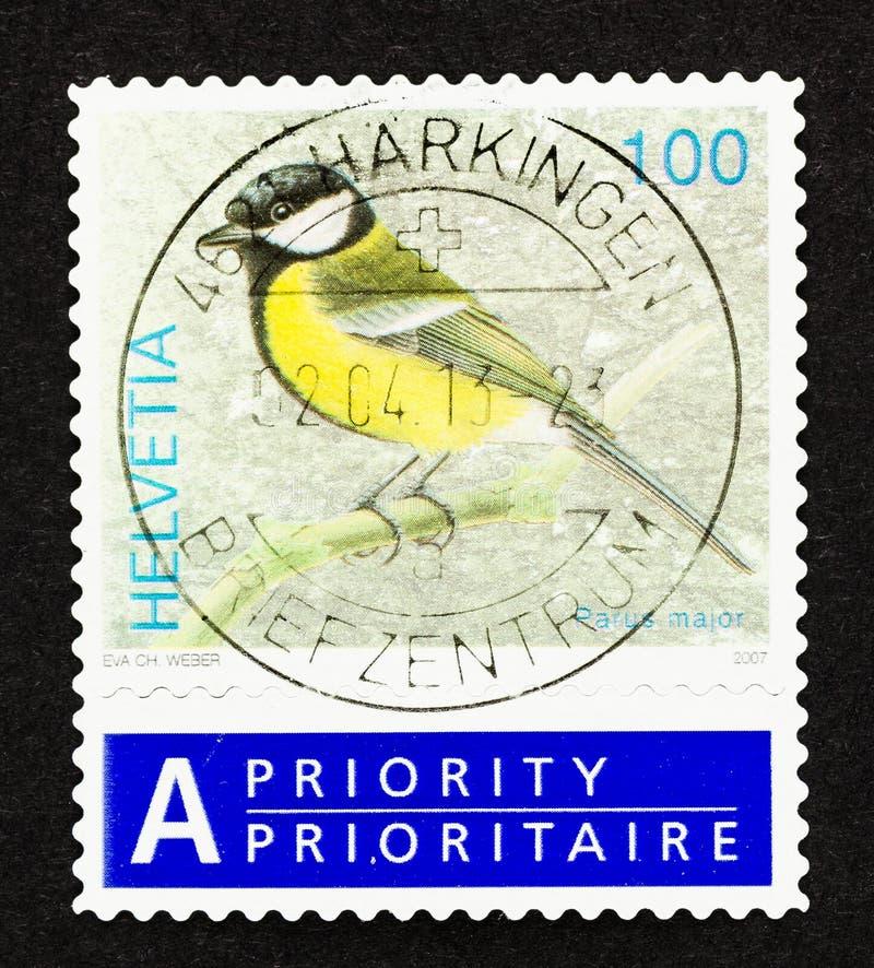 瑞士邮票上的黄鸟 免版税库存图片