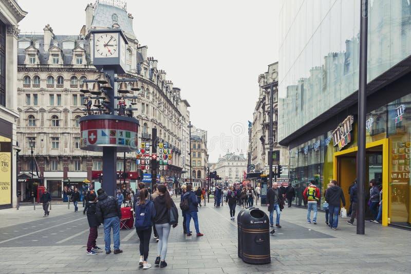 瑞士铁琴,独立时钟在莱斯特广场西部位于威斯敏斯特,中央伦敦 免版税库存图片