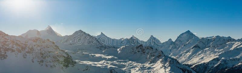 瑞士阿尔卑斯峰顶在冬天 库存图片