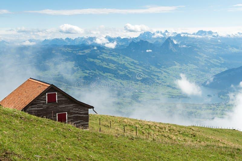 瑞士阿尔卑斯-从登上瑞吉峰的看法 免版税库存图片