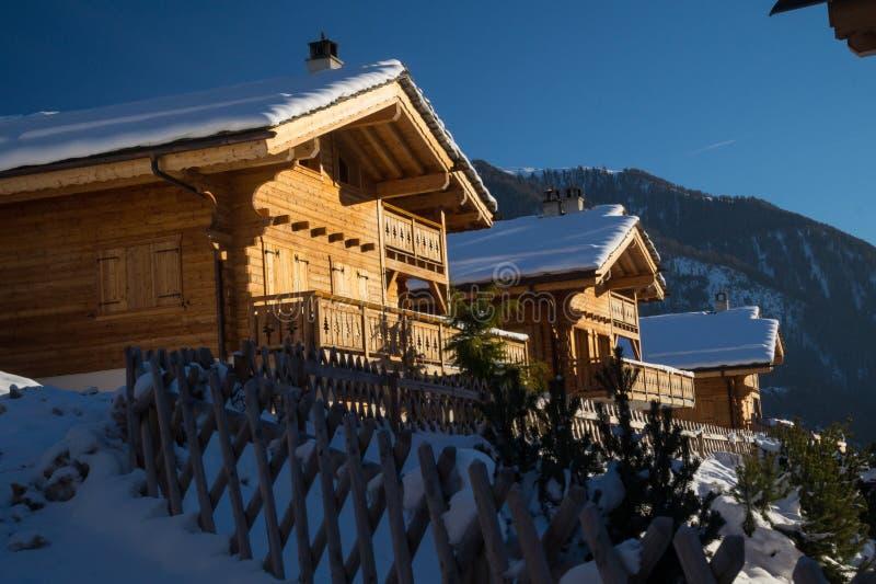 瑞士高山瑞士山中的牧人小屋 库存图片