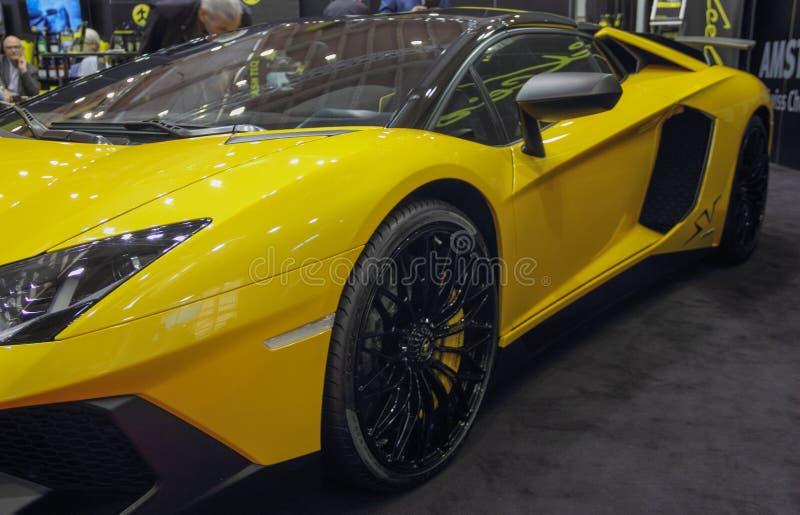 瑞士;日内瓦;2018年3月8日;黄色蓝宝坚尼左边;第88个国际汽车展示会在从第8的日内瓦到第18  免版税库存照片