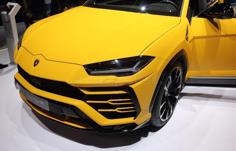 瑞士;日内瓦;2018年3月8日;黄色Lamborghini长角野牛SUV 图库摄影