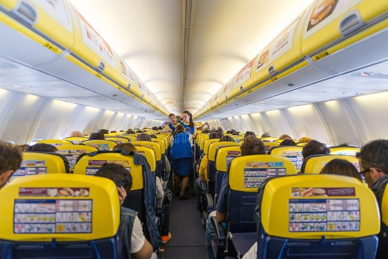 瑞安航空公司喷气机飞机内部视图 库存照片