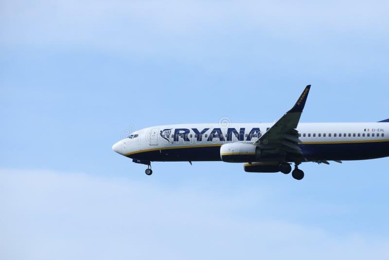 瑞安航空公司波音737-800 EI-ESL,特写镜头视图 库存照片