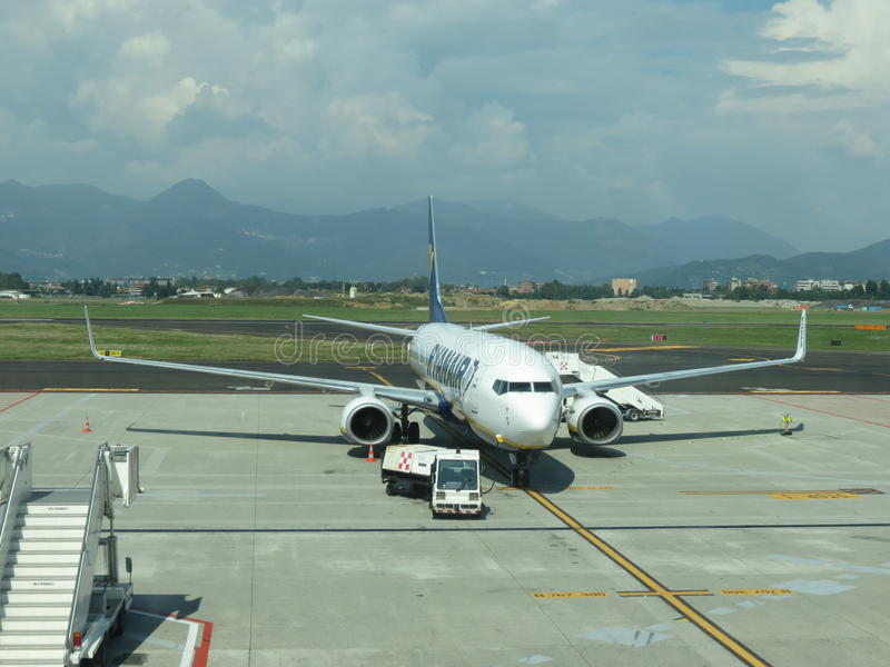 Download 瑞安航空公司航空器 编辑类库存照片. 图片 包括有 机场, 客舱, 航空, 平均值, 出租汽车, 飞行, 公司 - 59102738