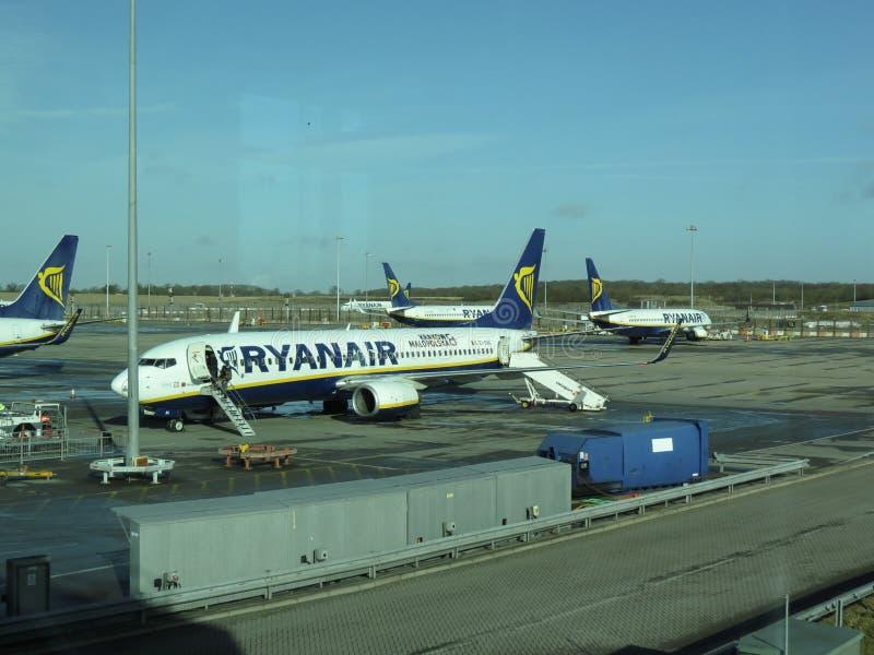 Download 瑞安航空公司航空器 编辑类图片. 图片 包括有 机场, 航空, 费用, 旅行, 平均值, 公司, 说明, 飞行 - 59102780