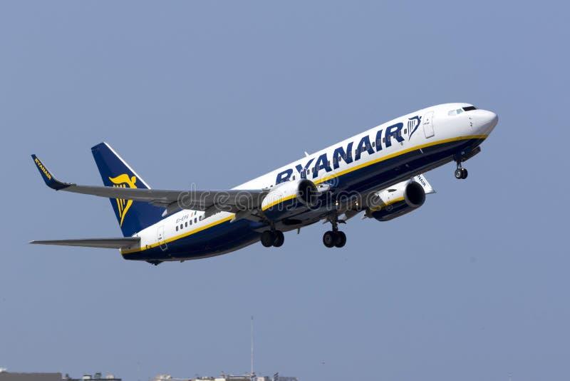 瑞安航空公司离开 免版税库存照片