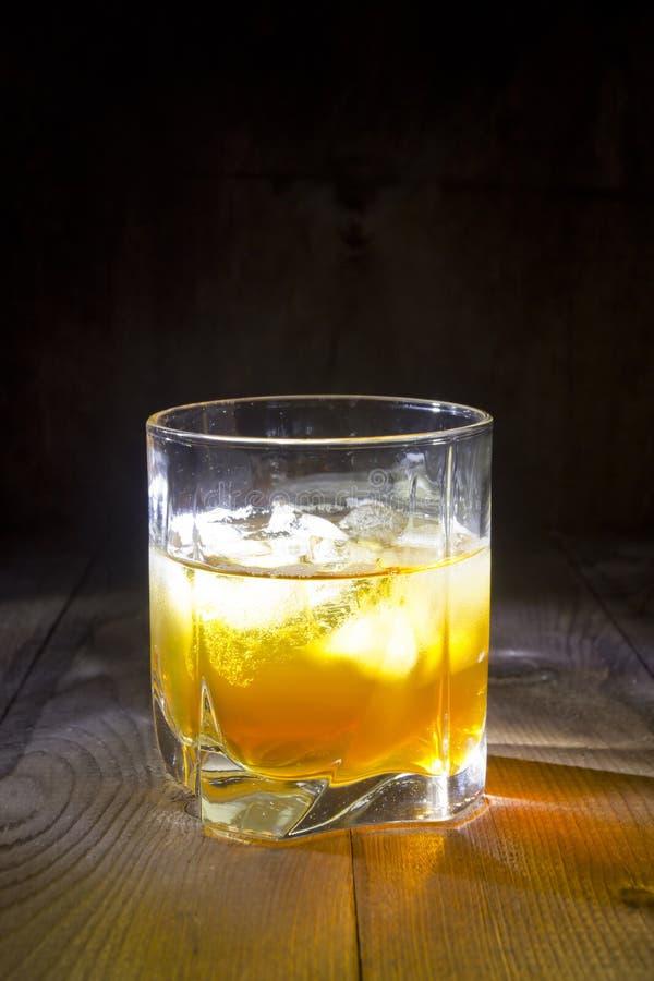 玻璃冰威士忌酒 库存图片