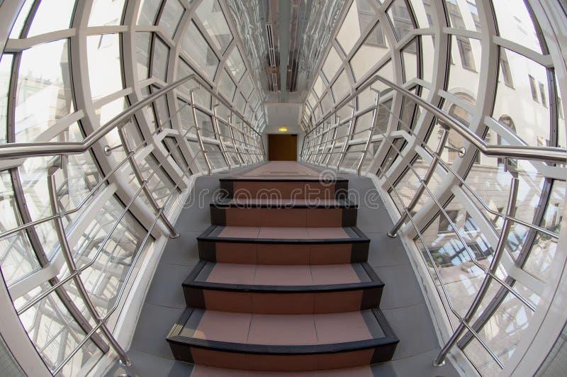 玻璃和钢走廊 免版税库存图片
