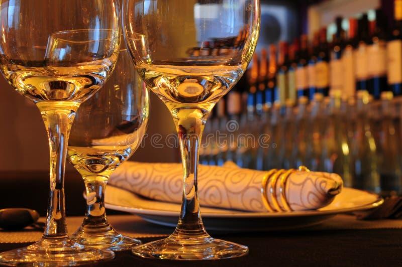 玻璃在餐馆 库存图片