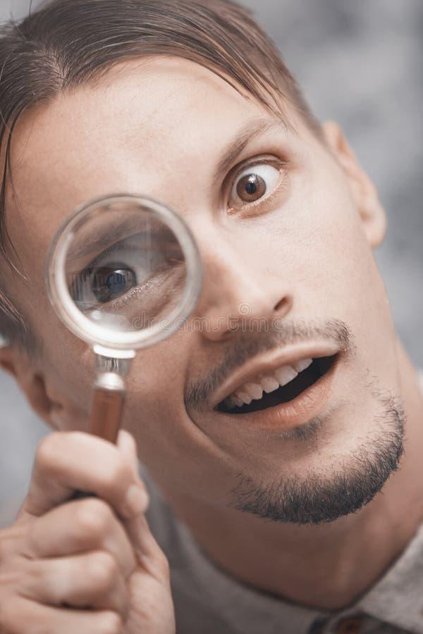 玻璃扩大化的人 库存图片