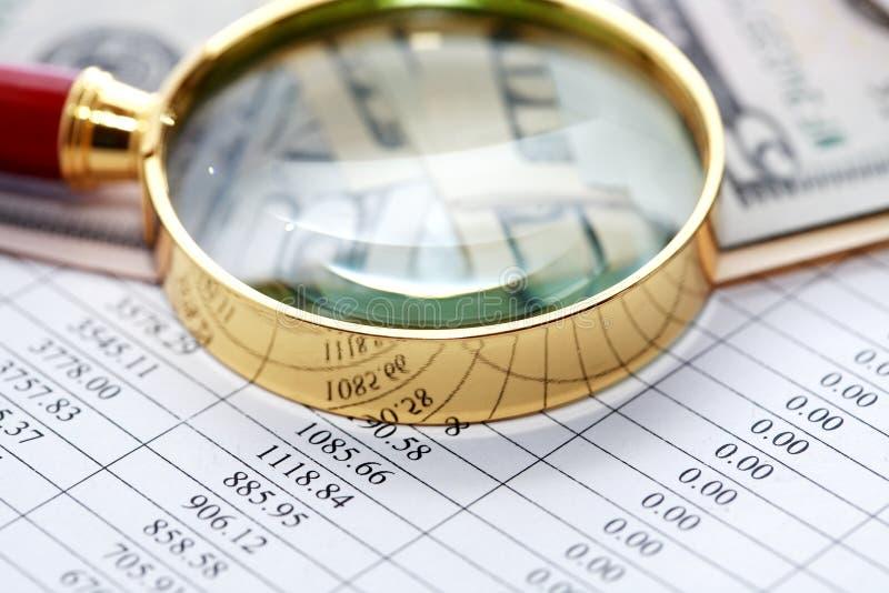 玻璃扩大化的货币 免版税库存图片