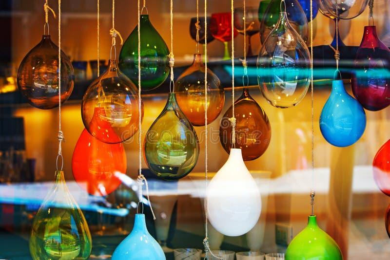 玻璃球大理石摘要上色了在陈列窗的混合 库存图片