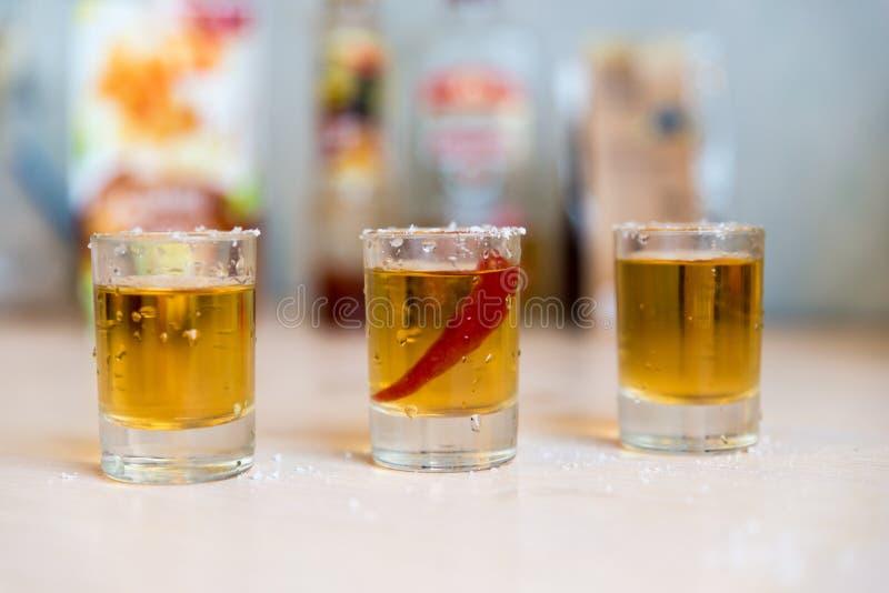 玻璃用伏特加酒和胡椒 免版税库存照片