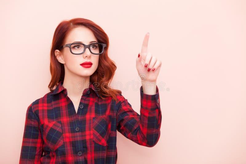 玻璃的年轻白种人女孩 库存图片