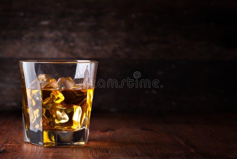 玻璃苏格兰威士忌酒 库存照片